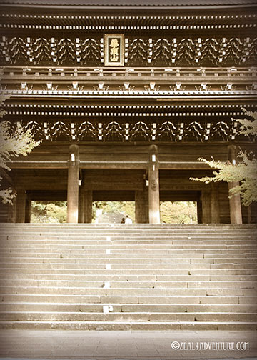 chion-in-entrance-from-street