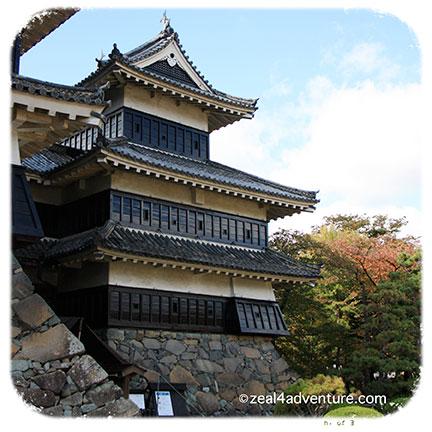 matsumoto-black-walls