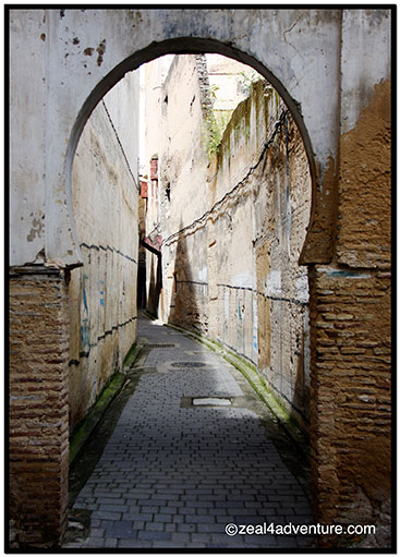 winding-alleyway