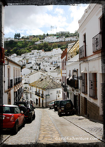 Setenil-narrow-hilly-roads