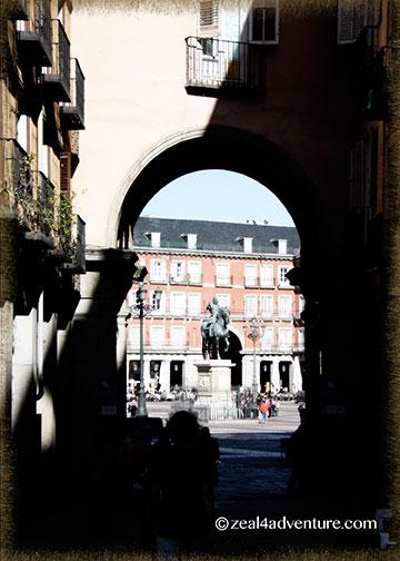 plaza-mayor-arch