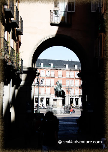 plaza-mayor-arch