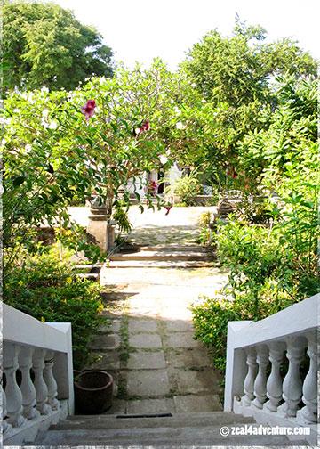 balcony-to-plaza