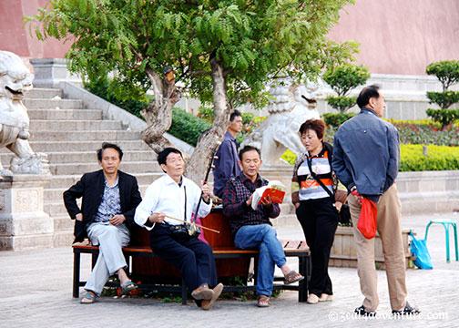 locals-socializing-2