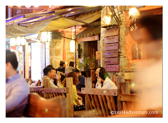 dining-scene-foreigners-street