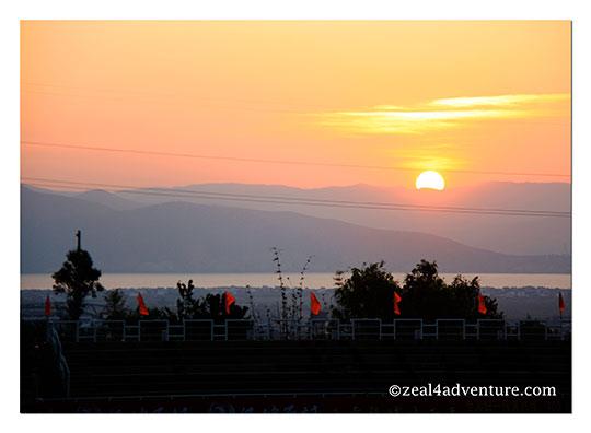 sunrise-at-erhai-lake
