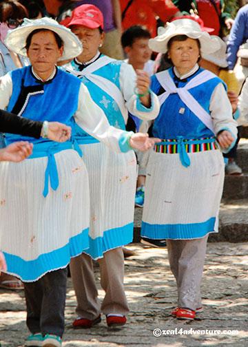 dayan-naxi-dancing