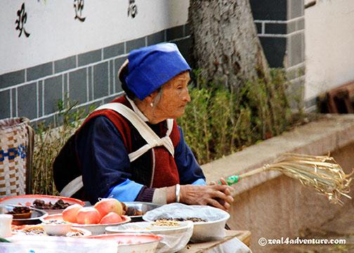 shuhe-naxi-selling-food