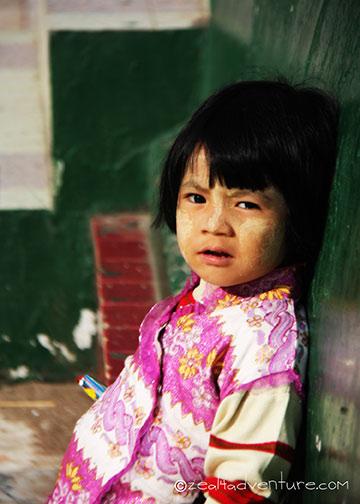 little-girl-at-Mahamuni